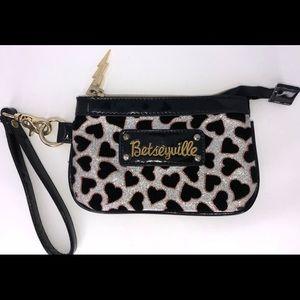 Betseyville Silver Glitter Pattern Zip Wristlet